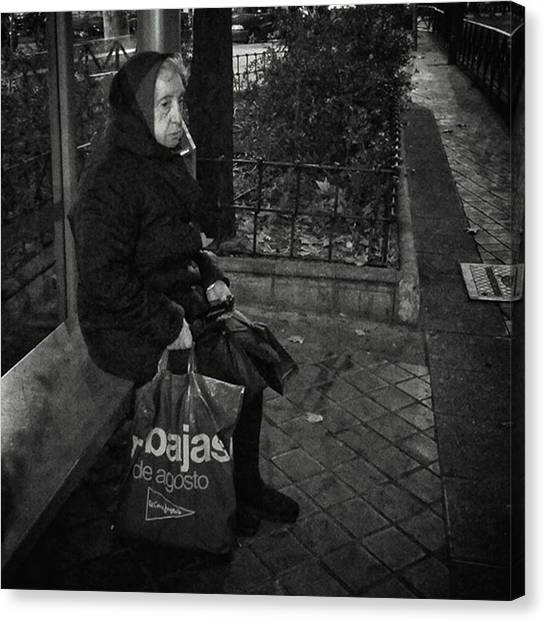 Women Canvas Print - Bus Stop Lady #streetphotography by Rafa Rivas