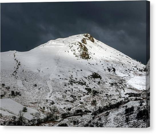 Caer Caradoc Winter Canvas Print by Richard Greswell