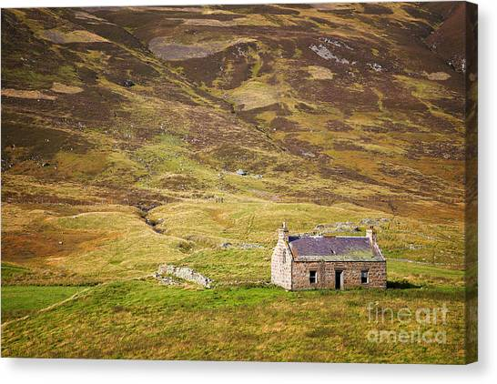 Heather Canvas Print - Cairngorms Cottage by Jane Rix