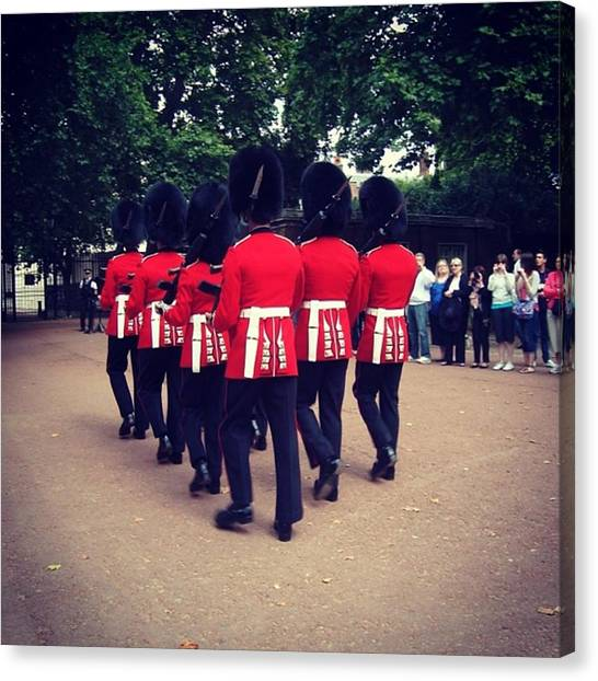 Royal Guard Canvas Print - Cambio De Guardia. Buckingham Palace by Gerardo Tavitas
