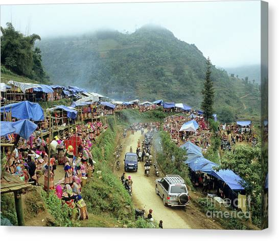 Canvas Print - Can Cau Market 02 by Rick Piper Photography