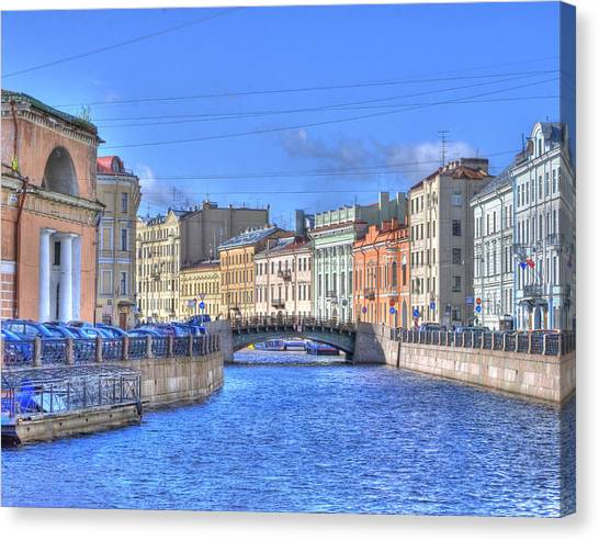 Canal In St. Petersburgh Russia Canvas Print