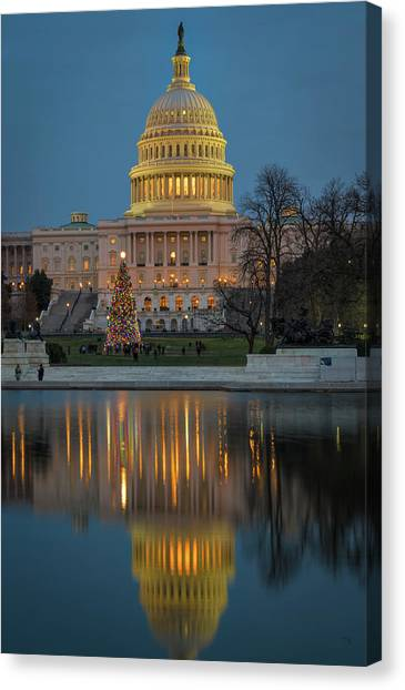 Capitol Reflection At Christmas Canvas Print