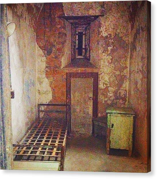 Philadelphia Canvas Print - Cell At Eastern State Penitentiary by Sharon Halteman
