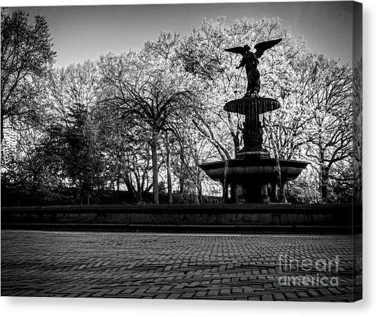 Central Park's Bethesda Fountain - Bw Canvas Print
