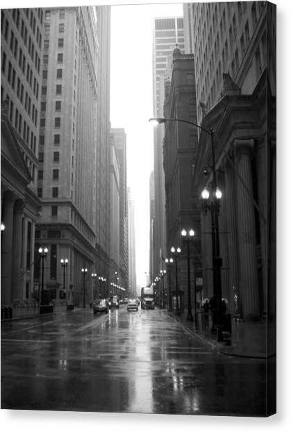 Chicago In The Rain 2 B-w Canvas Print