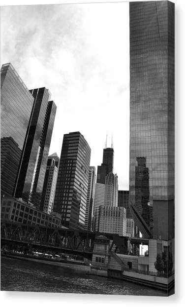 Chicago River And Willis Tower Canvas Print