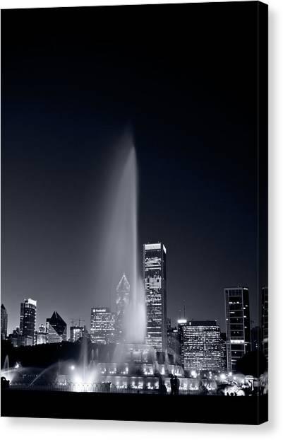 Ham Canvas Print - Chicagos Buckingham Fountain Bl And W Portrait by Steve Gadomski