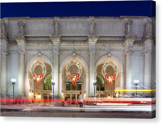 Christmastime At Union Station Canvas Print by Robert Davis