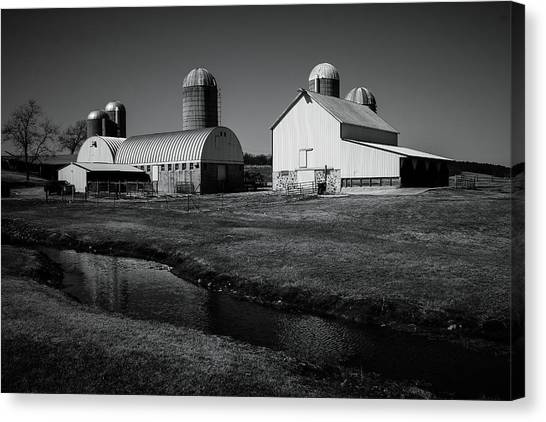Canvas Print featuring the photograph Classic Wisconsin Farm by Viviana  Nadowski