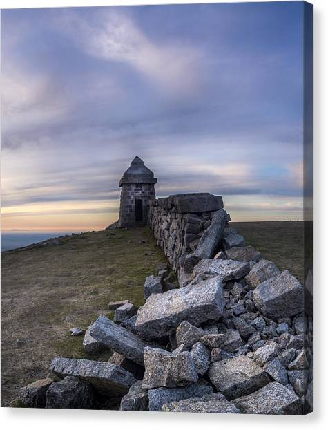 Commedagh Summit Shelter Canvas Print