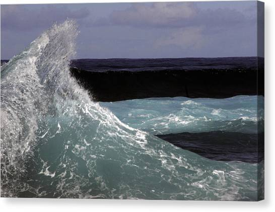 Crest, North Beach, Oahu Canvas Print