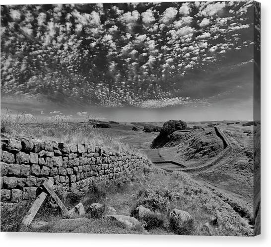 Hadrian wall canvas print cuddys crags by graham moore
