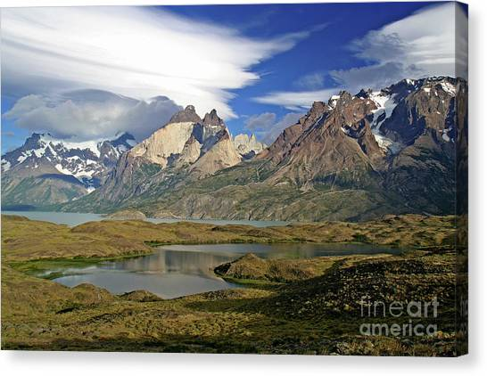 Cuernos Del Pain And Almirante Nieto In Patagonia Canvas Print