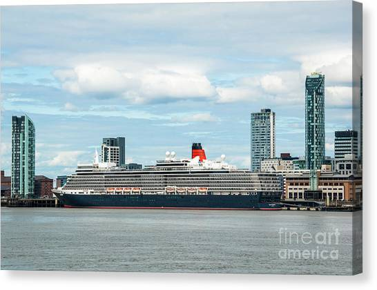 Cunard's Queen Elizabeth At Liverpool Canvas Print