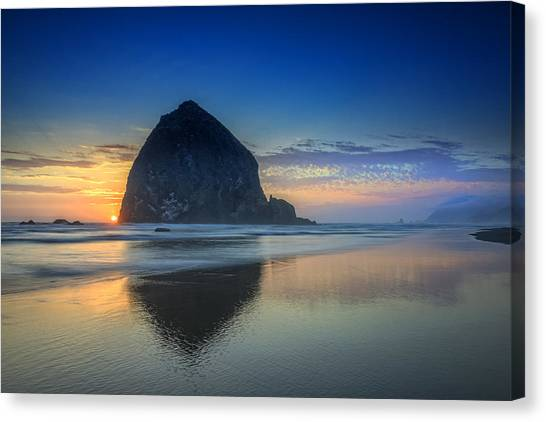 Day's End In Cannon Beach Canvas Print