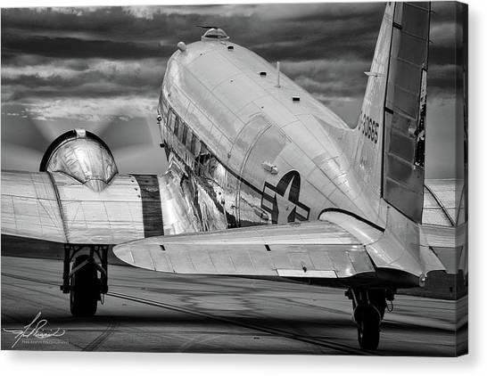 Dc3 Taxiing For Departure Canvas Print