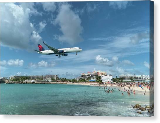 Delta 757 Landing At St. Maarten Canvas Print