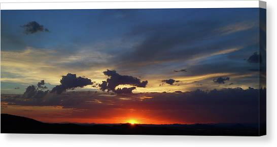 Canvas Print featuring the photograph Desert Memories by Broderick Delaney