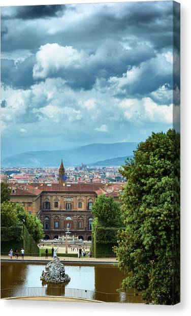 Drama In The Palace Of Firenze Canvas Print