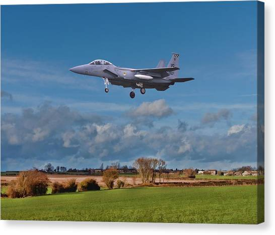 Canvas Print featuring the photograph Eagle On Finals by Paul Gulliver