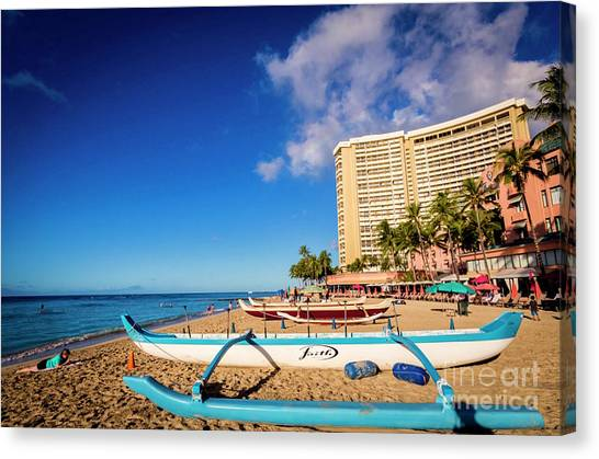 Early Morning At Outrigger Beach,hawaii Canvas Print