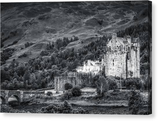 Eilean Donan Castle, Dornie, Kyle Of Lochalsh, Isle Of Skye, Scotland, Uk Canvas Print