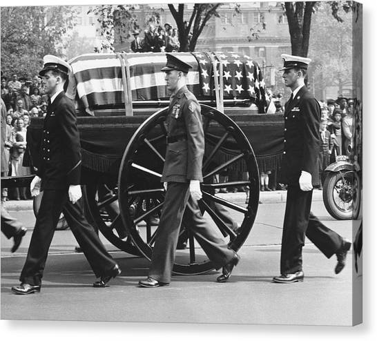 Franklin D. Roosevelt Canvas Print - Fdr Funeral Proccesion by Underwood Archives