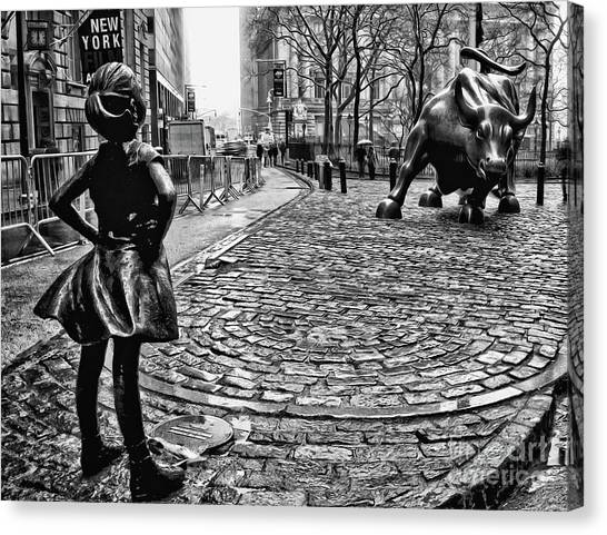 Colleges And Universities Canvas Print - Fearless Girl And Wall Street Bull Statues 3 Bw by Nishanth Gopinathan
