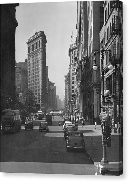 Fifth Ave And The Flatiron Bldg Canvas Print by George Marks