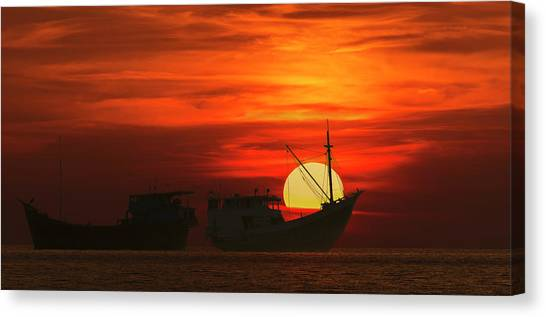 Canvas Print featuring the photograph Fishing Boats In Sea by Pradeep Raja Prints