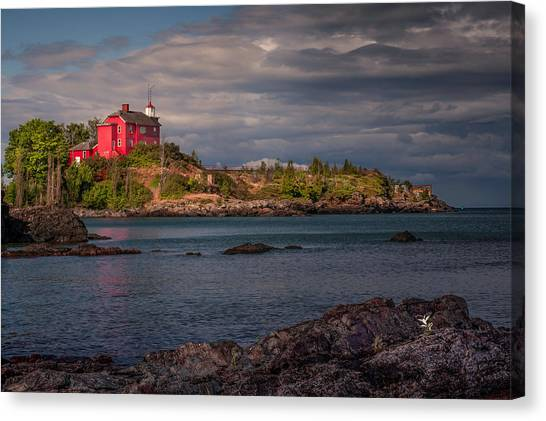 Flower Fan Club At Marquette Harbor Light Canvas Print