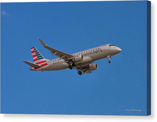 Flying In American Eagle Embraer 175 N426yx Canvas Print