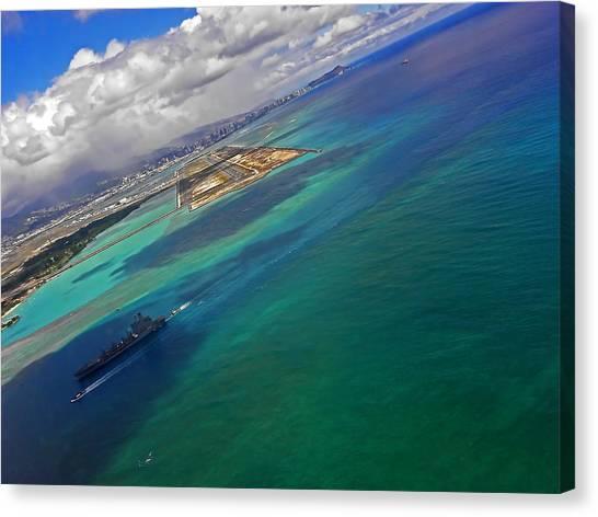Flying Into Honolulu Canvas Print