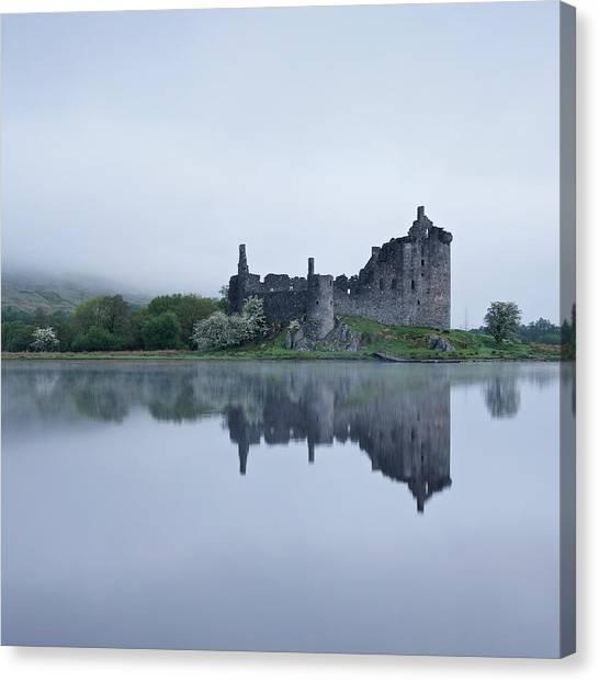 Fog At Kilchurn Castle Canvas Print