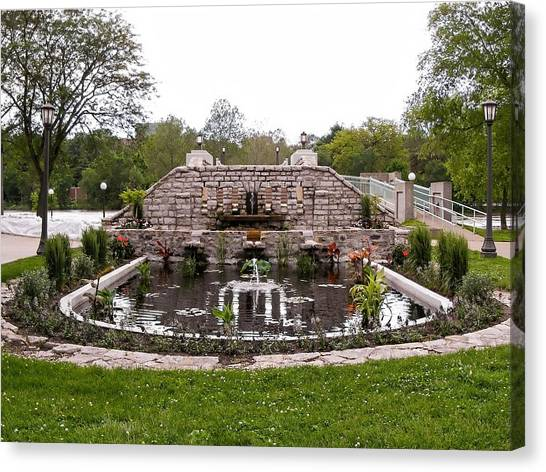University Of Iowa Canvas Print - Fountains And Pond At Iowa Memorial Union Iowa City Ia by Cynthia Woods