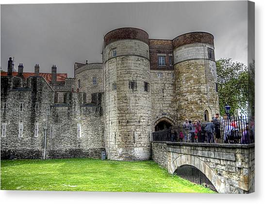 Gates To The Tower Of London Canvas Print