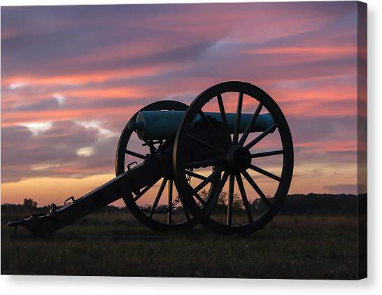 Gettysburg - Cannon On Cemetery Ridge At First Light Canvas Print