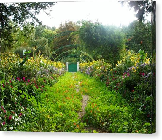 Giverny II Canvas Print by Wendy Uvino