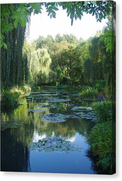 Giverny Vii Canvas Print by Wendy Uvino