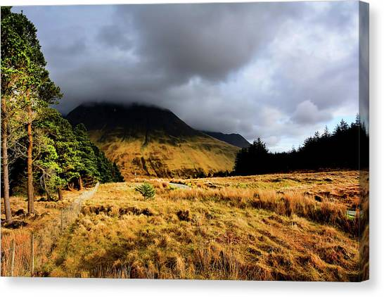 Glen Canvas Print - Glen Brittle by Smart Aviation