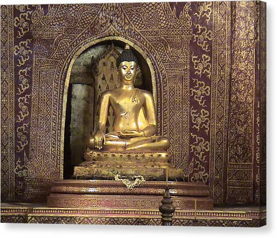 Golden Buddha Of Chang Mai Canvas Print by William Thomas