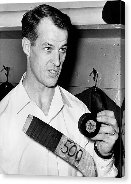 Gordie Howe Canvas Print - Gordie Howe Is Only The Second Player In Hockey History To Score 500 Goals 1962 by William Jacobellis