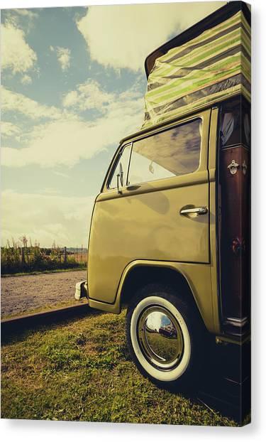 Canvas Print - Green Vw T2 Camper Van 02 by Richard Nixon