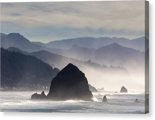 Canvas Print - Haystack Rock On The Oregon Coast In Cannon Beach by David Gn