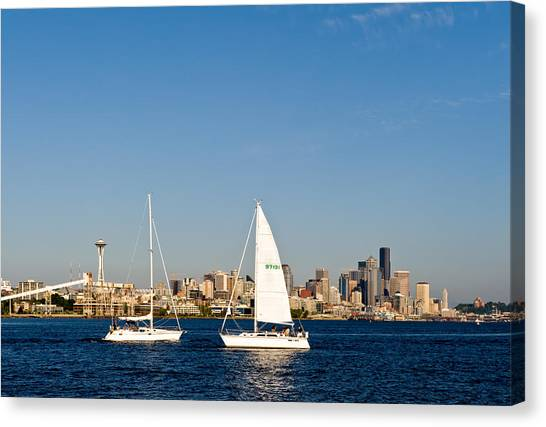 Head To Head In Seattle Canvas Print by Tom Dowd