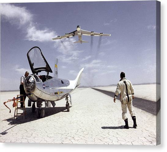 Hl-10 On Lakebed With B-52 Flyby Canvas Print