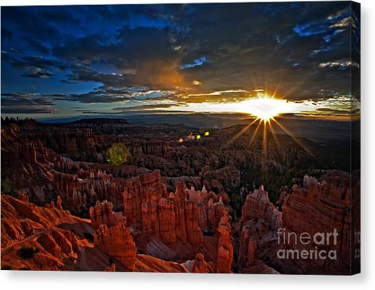 Hoodoos At Sunrise Bryce Canyon National Park Canvas Print