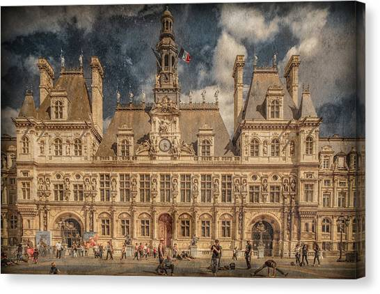 Canvas Print featuring the photograph Paris, France - Hotel De Ville by Mark Forte