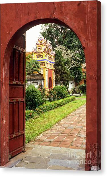 Canvas Print - Hue Dien Tho Palace 01 by Rick Piper Photography